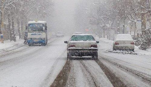 برف راه ۱۲۵ روستا در یک استان را بست