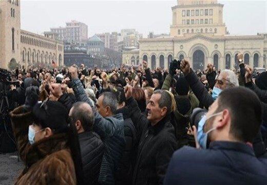 مخالفان دولت ارمنستان به خیابانها آمدند/آمادگی پاشینیان برای استعفا