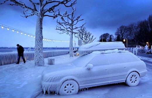 ببینید | کوبیدن پتک روی ماشین برای شکستن یخ!