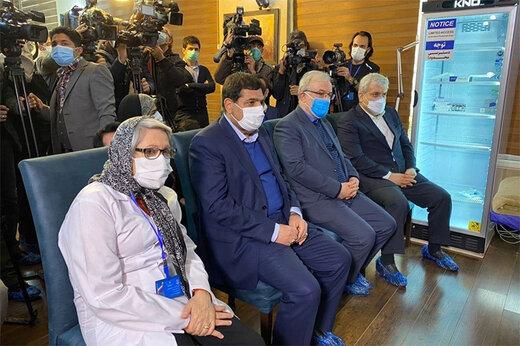 ببینید | صحبتهای وزیر بهداشت با اولین داوطلب دریافت واکسن کرونای ایرانی