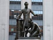 در آمریکا، تندیس «آزادی بردگان» را پایین کشیدند