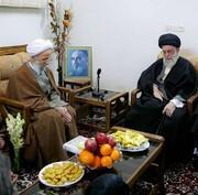 تصاویری از ارتباط صمیمانه رهبر انقلاب و آیت الله مصباح یزدی