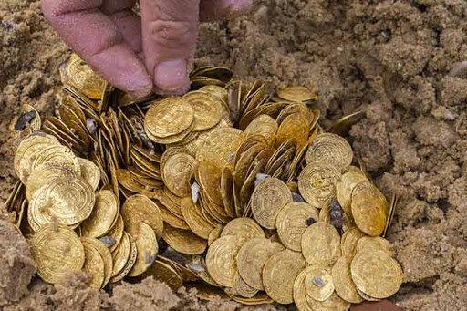 باستان شناسان گنج پیدا میکنند؟