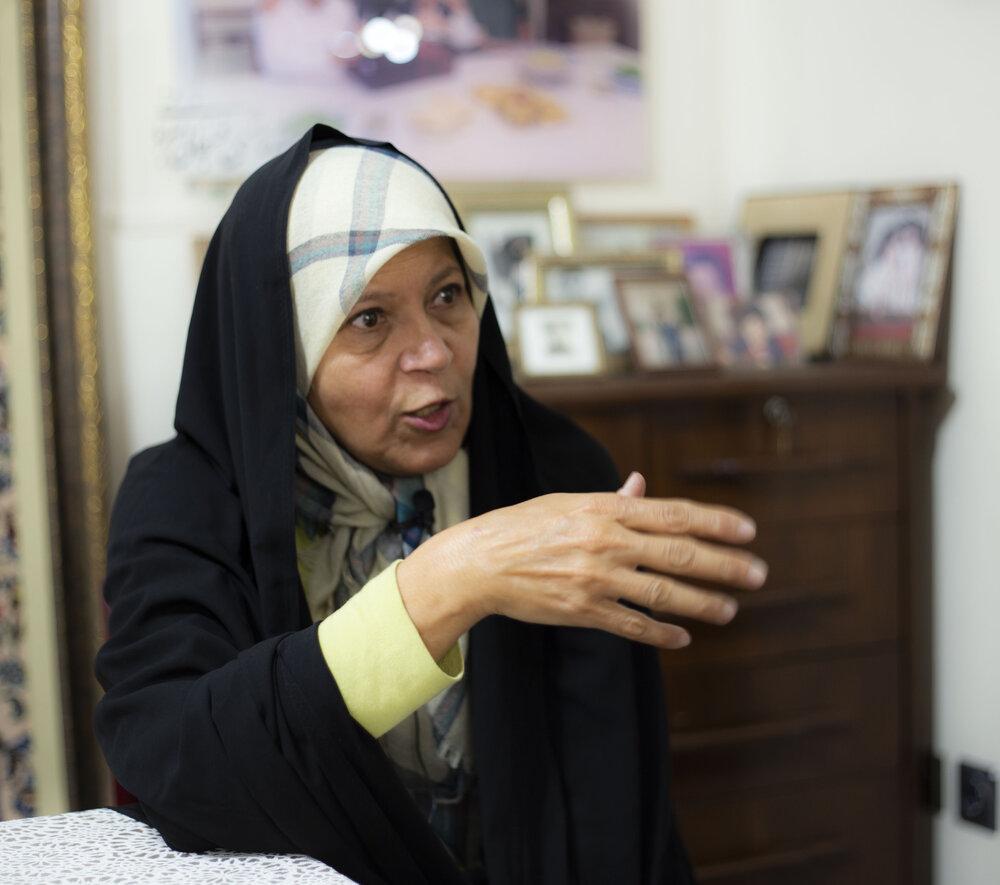 فائزه هاشمی: شورای نگهبان باید لاریجانی را حفظ می کرد /همتی نباید کم بیاورد