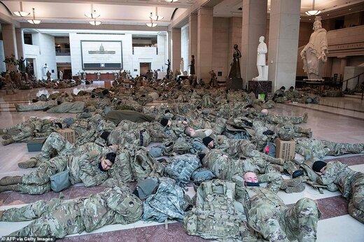 تصویری باورنکردنی از کنگره؛ خوابیدن نیروهای گارد ملی بر کف زمین/عکس