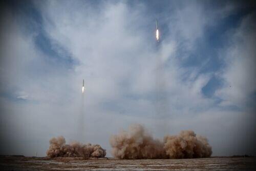 شلیک موشک های بالستیک سپاه از فاصله ۱۸۰۰ کیلومتری /اهداف دشمن فرضی منهم شد