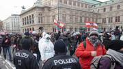 تصاویر |  تظاهرات گسترده معترضان به محدودیتهای کرونایی در وین