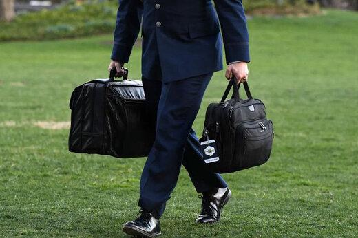 ببینید | کیف بمب اتمی آمریکا آماده تحویل به بایدن شد