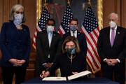 ببینید | نمایندگان هفت تیر کش ایالات متحده روی اعصاب نانسی پلوسی