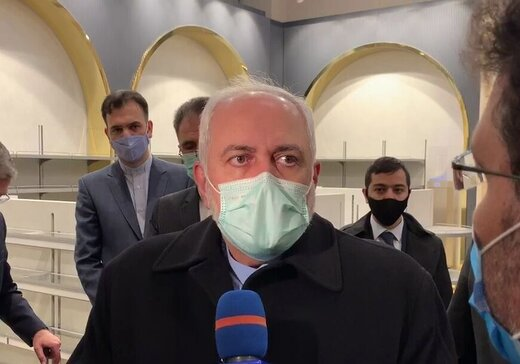 Zarif visits Jolfa railway station in neighboring Azerbaijan