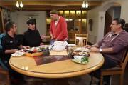 مهمانی شام هومن برقنورد برای بازیگران طنز تلویزیون/ عکس