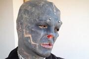 ببینید | عجیبترین ویدیوی سال؛ انسانی که به آدم فضایی تبدیل شد!