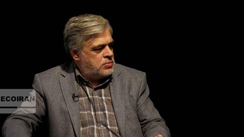 عباس عبدی: رئیس جمهور نظامی غیرممکن است بتواند ایران را اداره کند /مهاجری: چون نزدیک به حاکمیت است می تواند