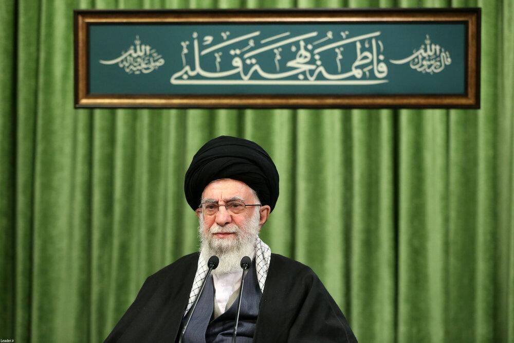 رهبر انقلاب: بدگویی و بدزبانی در جامعه باید جمع شود و ادب اسلامی گسترش یابد