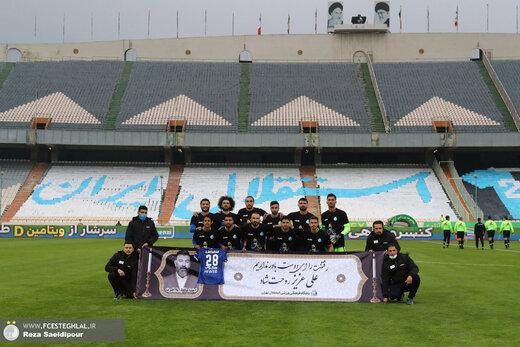 ادای احترام به انصاریان در بازی استقلال و نساجی /عکس