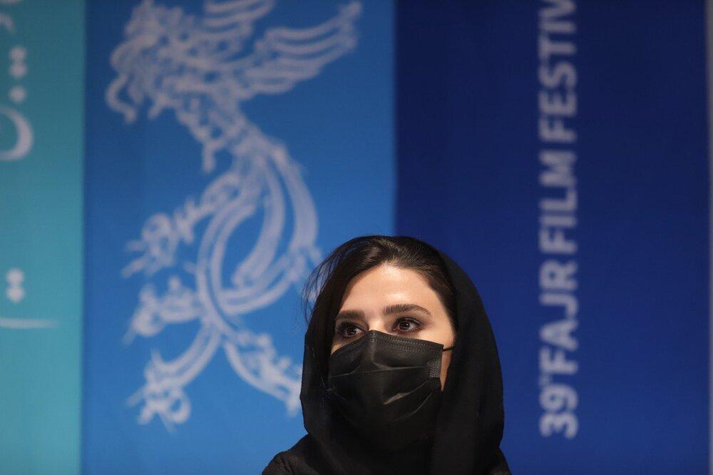 عکس | سحر دولتشاهی با ماسک در جشنواره فیلم فجر