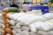 ببینید | سرقت ٣ گونی برنج از یک فروشگاه توسط یک خانم