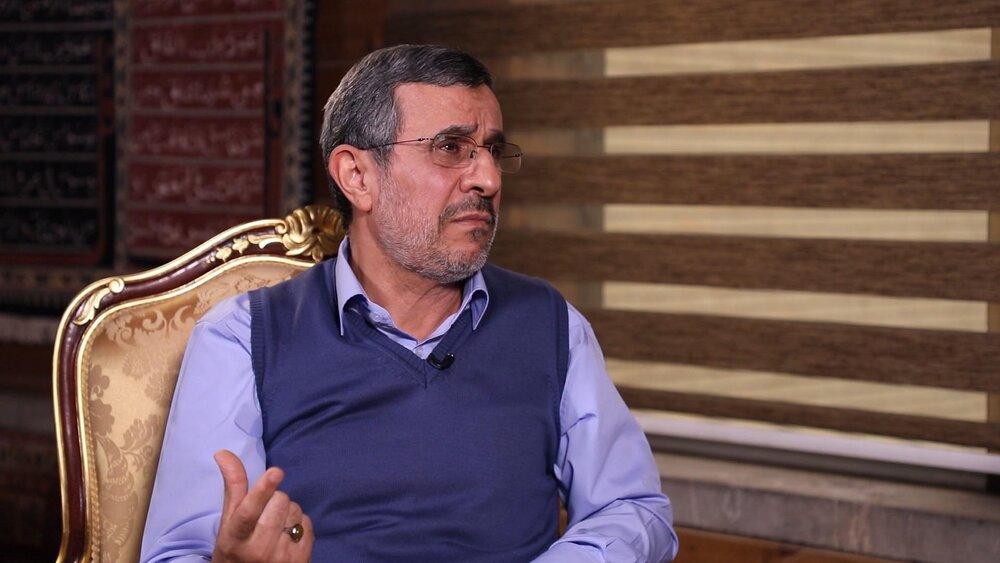 ادعای جدید احمدی نژاد: سایه جنگ را از ایران دور کردم /احساس وظیفه کنم کاندیدا می شوم/۱۰ وزیر من در سال ۸۴ به هاشمی رأی دادند/یک آدم معمولی هستم
