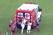 ببینید | اتفاق عجیب در بازی تیم مهدی طارمی؛ مصدومیت آمبولانس در زمین بازی!