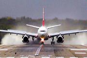 ببینید | فرود هواپیما هنگام وزش شدید طوفان در روسیه