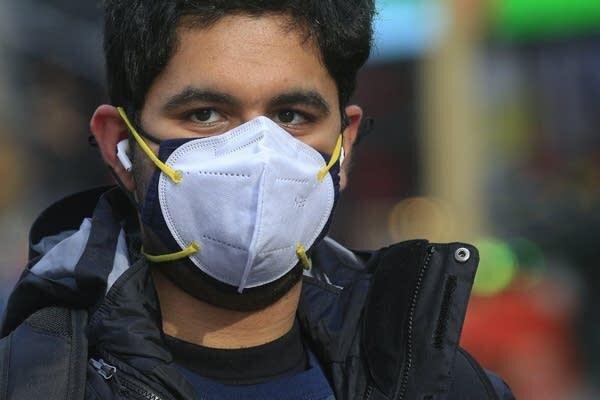 برای پیشگیری از کرونا ماسک متناسب بهتر است یا استفاده از دو ماسک؟