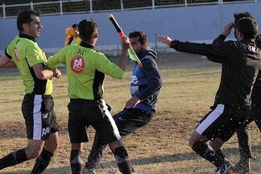 ببینید | یک روز عادی در فوتبال تهران/ از کتککاری و چاقوکشی تا فحاشی به داور