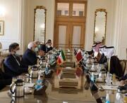 ظريف يؤكد على تسوية القضايا والتوصل إلى ترتيبات إقليمية ومستقرة
