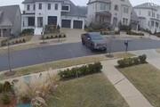 ببینید | لیز خوردن عجیب یک خودرو در خیابان یخزده در آمریکا
