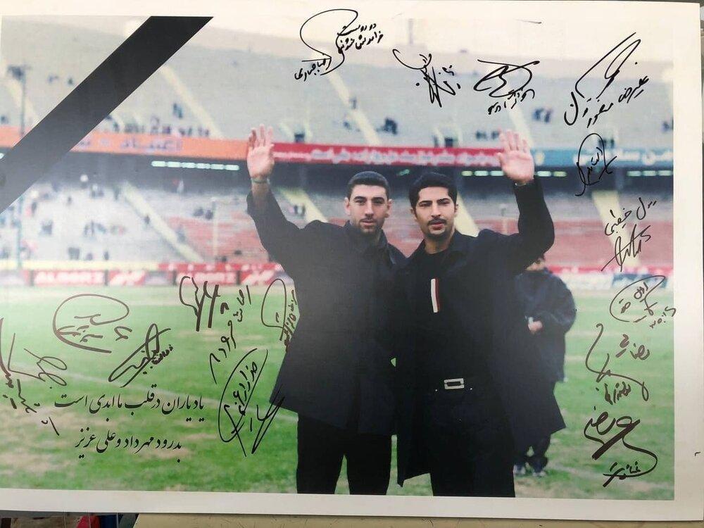امضای ستارهها پای پوستر مهرداد و علی/عکس