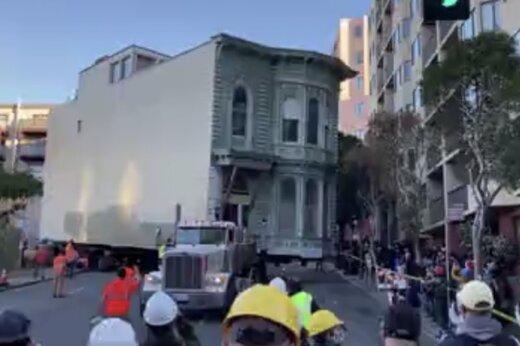 ببینید | جابجایی غولآسای یک خانه ویلایی در سانفرانسیسکو