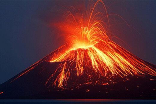 ببینید | فوران هولناک آتشفشان اتنا در جنوب ایتالیا