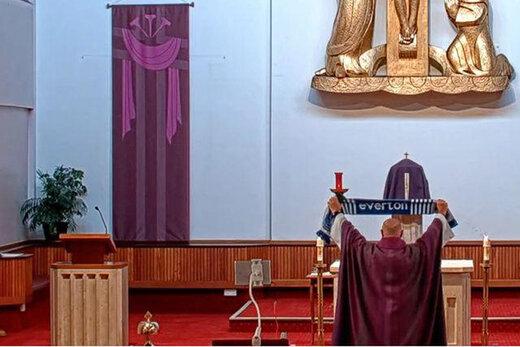 ببینید | کریخوانی جالب کشیش کلیسای «روزاری» برای لیورپولیها