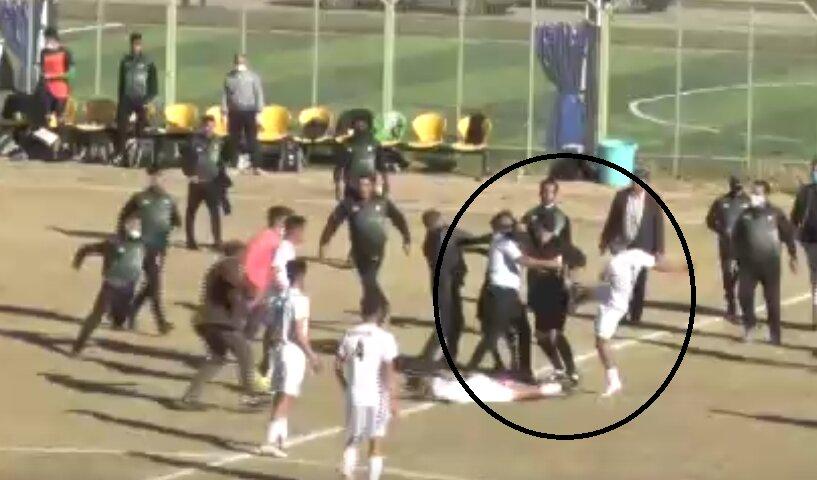 فاجعه؛ حمله وحشیانه بازیکنان و پدرشان به دو داور!/عکس