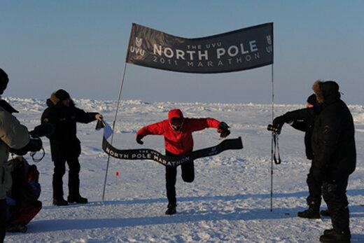 ببینید | مسابقه عجیب و غریب دوی ماراتن روی یخ