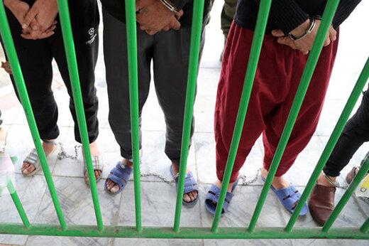 ببینید | دستگیری اراذل بیرحمی که برای قدرتنمایی فردی را با ۶۵ ضربه مضروب کردند