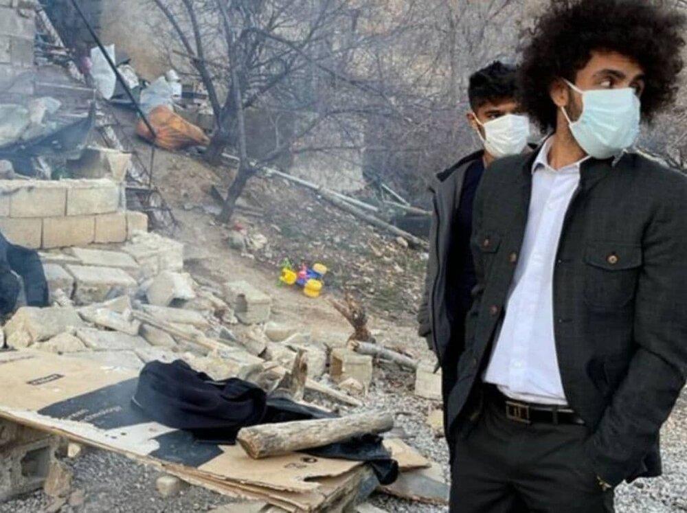 حضور بازیکن استقلال در مناطق زلزله زده/عکس