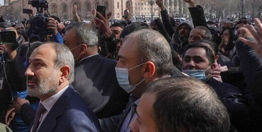 پرواز جنگندههای ارتش بر فراز ایروان؛ پاشینیان: مردم ارمنستان اجازه کودتا نمیدهند