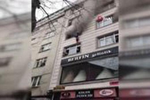 ببینید | تلاش مادر فداکار برای نجات فرزندانش از شعله های آتش