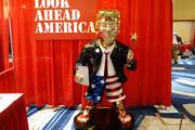 ببینید | رونمایی از مجسمه طلای ترامپ در کنفرانس سالانه محافظهکاران آمریکا