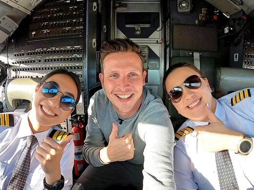 اولین پرواز مسافربری افغانستان با کادری تماماً خانم روی ابرها