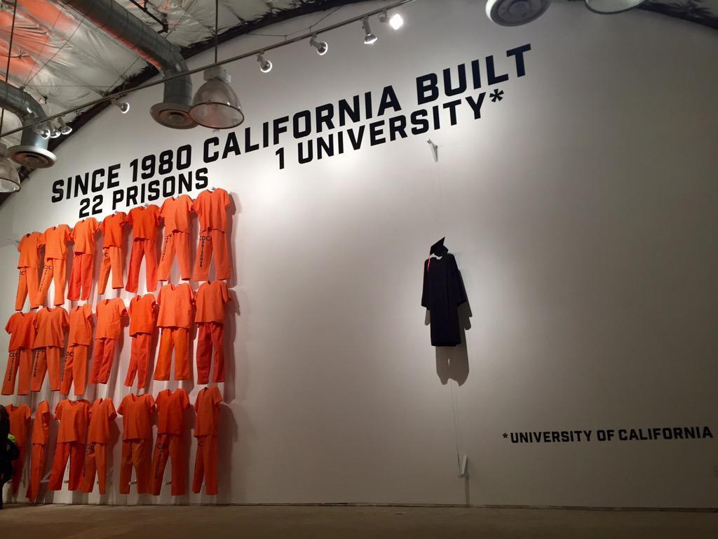 عکس   کنایه جنجالی به افول آمریکا در ۴۱ سال گذشته؛ ۲۲ زندان و تنها یک دانشگاه