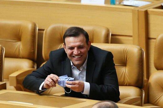 خندههای شهاب الدین عزیزی خادم رئیس جدید فدراسیون بعد از پیروزی در دور دوم انتخابات