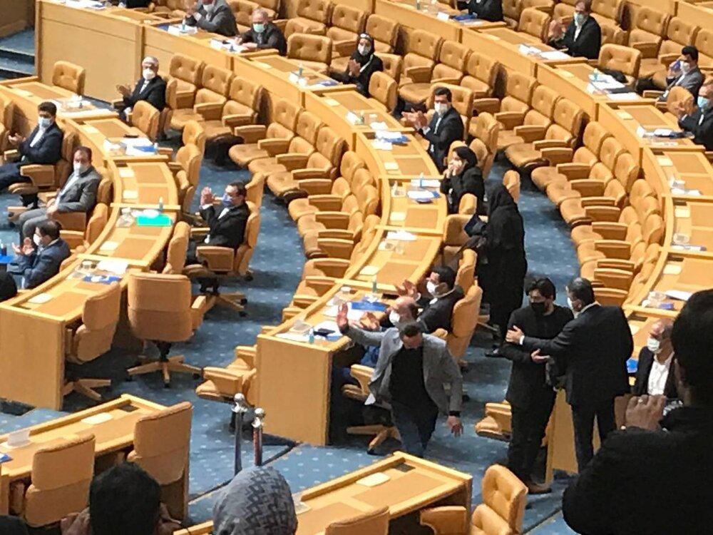 فریم به فریم با خداحافظی علی کریمی از انتخابات/عکس
