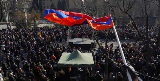 ادامه تنشها در ارمنستان؛ معترضان به ساختمان دولتی حمله کردند