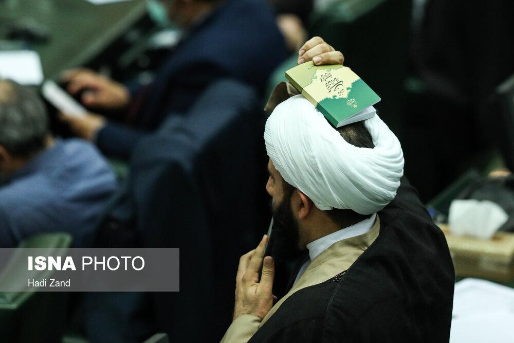 آقایان نماینده لطفا ماسک بزنید +عکس