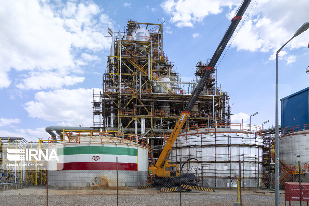 Iran opens $5.6b oil & petrochemical projects amid sanctions