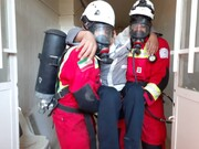 ببینید | سقوط کارگر ۴۵ساله آتش نشانان کاشان را به محل حادثه کشاند