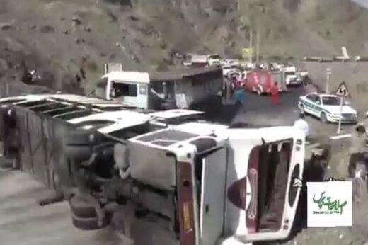 ببینید | تصادف مرگبار و خونین اتوبوس با کامیون در رودان