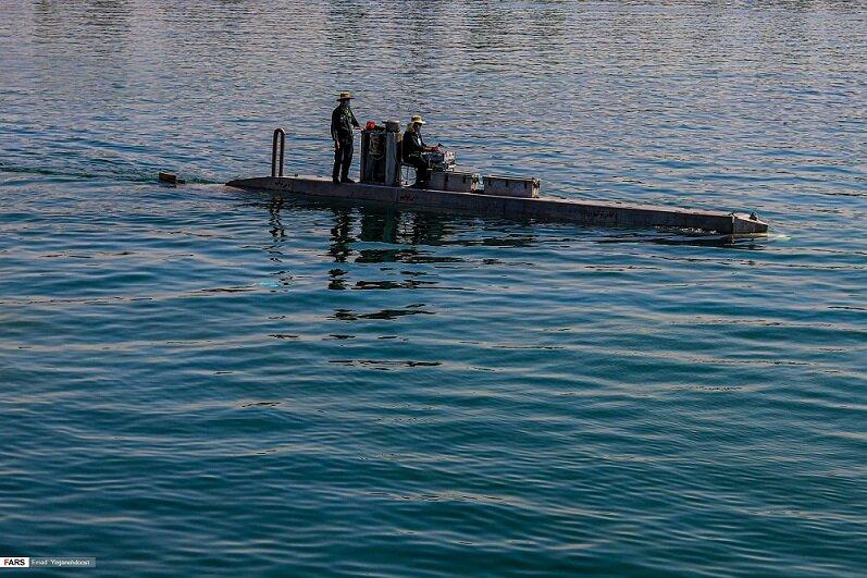 خبرهای نظامی مهم درباره نیروی دریایی سپاه پاسداران /رونمایی از یک شناور شناور زیرسطحی برای نخستین بار +تصاویر