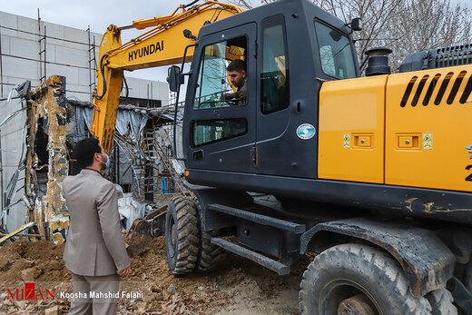آغاز تخریب ساخت و سازهای غیر قانونی در کلاک